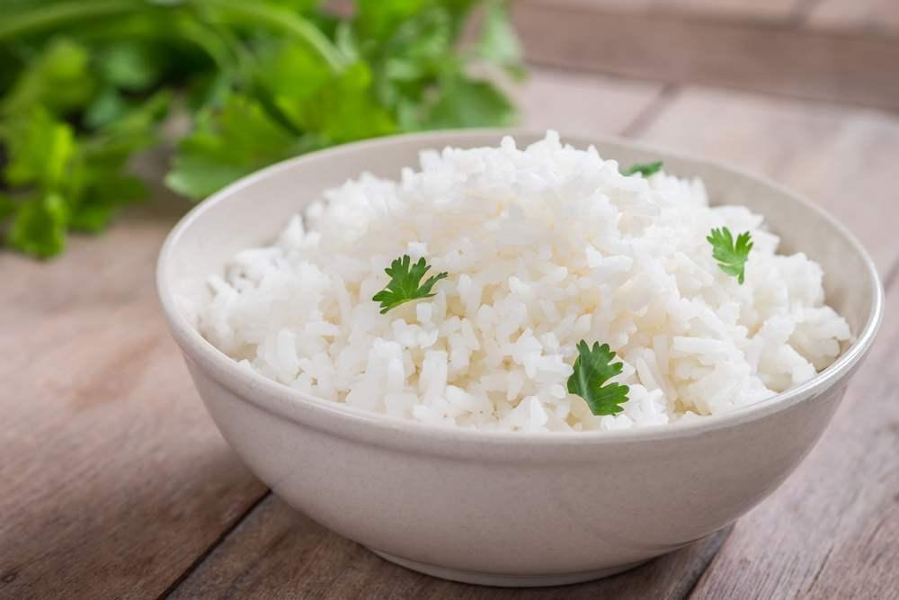 Soñar con arroz en la mesa