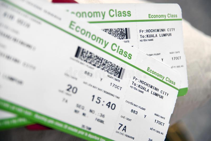 Soñar con billetes de avión sentado en el aeropuerto