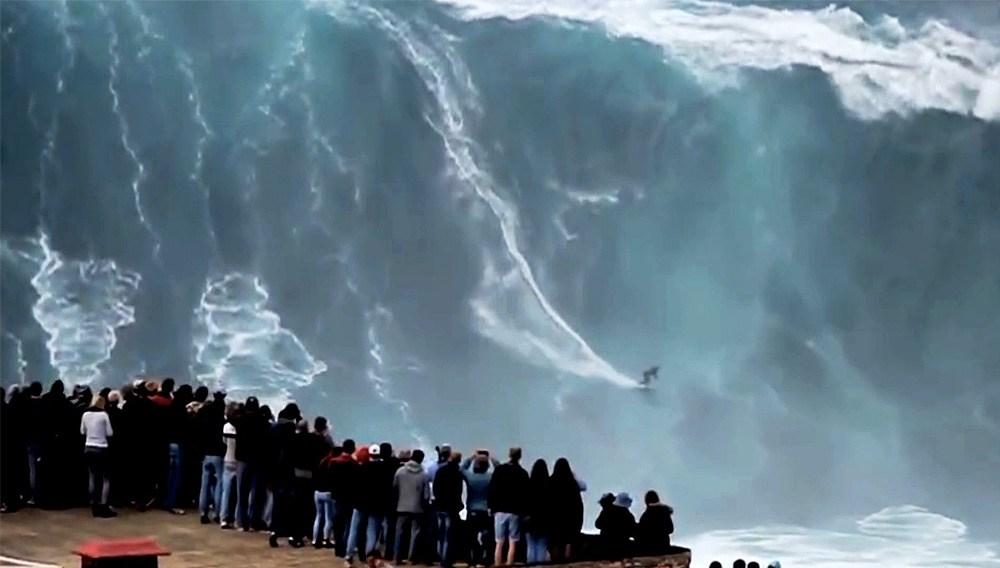 Soñar con olas gigantes muy grandes