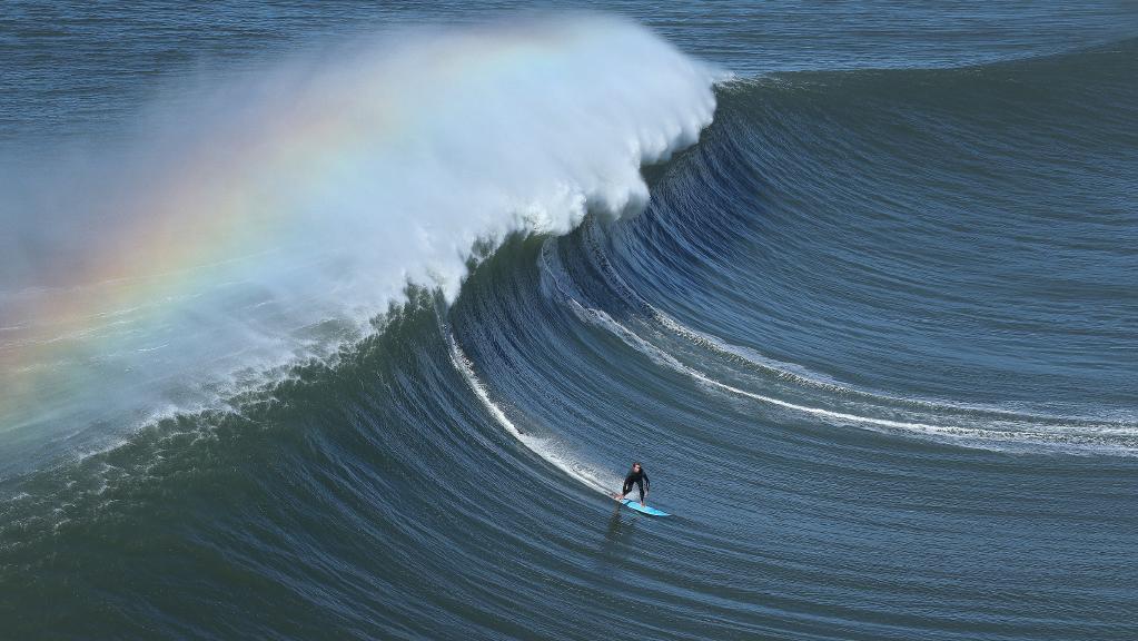 Soñar con olas gigantes trasparentes