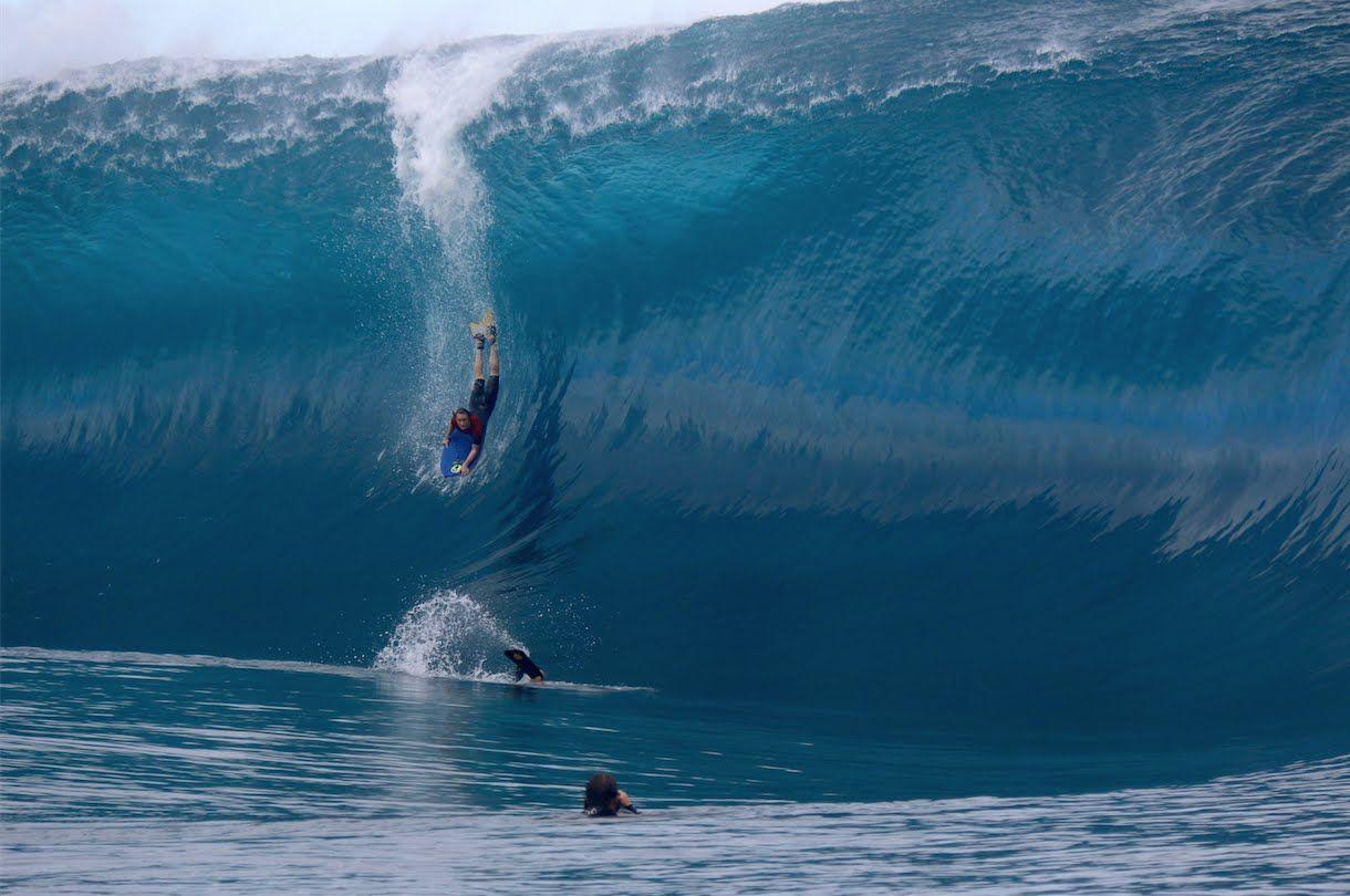 Soñar con olas gigantes y las surfeas